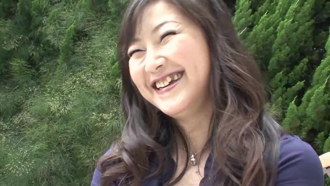 【押尾伸子/四十路の初撮りドキュメント企画】素人の熟女がアダルトビデオに出演するAVデビュー作品