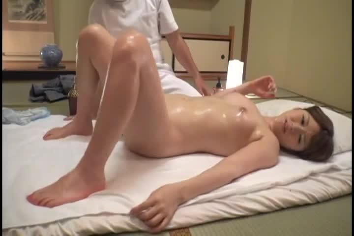 【素人】旅館でしてもらった性感マッサージでイってしまう女性客