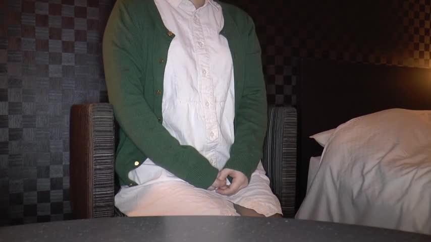 黒髪で眼鏡が似合う低身長な大学生19歳に、クスコ、中出しwww【個人撮影】